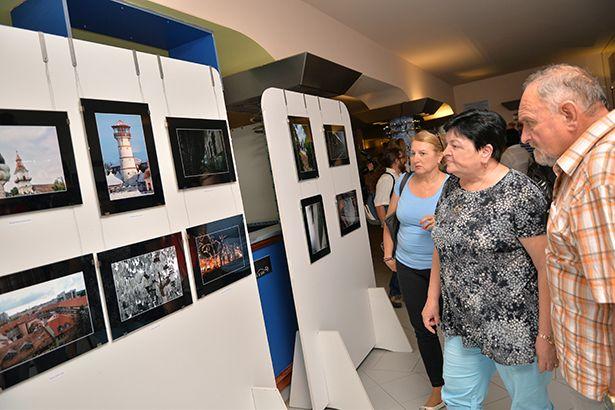 Városi hangulatok címmel láthatjuk a két fotóklub közös tárlatát Gyopároson (Fotó: Kecskeméti Krisztina)