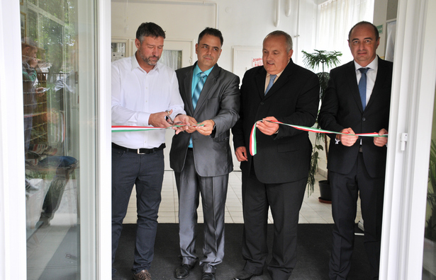 Átvágták a szalagot: Simonka György, Duray Gergő, Dávid Zoltán és Dancsó József (Fotó: Rajki Judit)