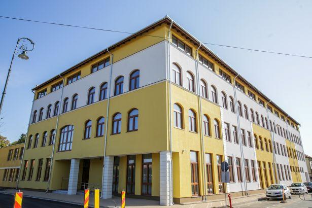 A beruházással ismét egyetlen épületbe költözhet a líceum, amely 2011-ben kényszerült elhagyni addigi székhelyét (Fotó: Rosta Tibor)