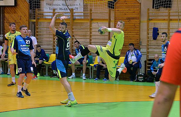 Továbbra is pont nélkül Antal Szabolcsék (labdával) Fotó: Rajki Judit
