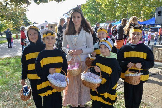 Idén is volt méhkirálynő, akit persze szorgos méhecskéi kísértek (klikk a képre) Fotó: Kecskeméti Krisztina