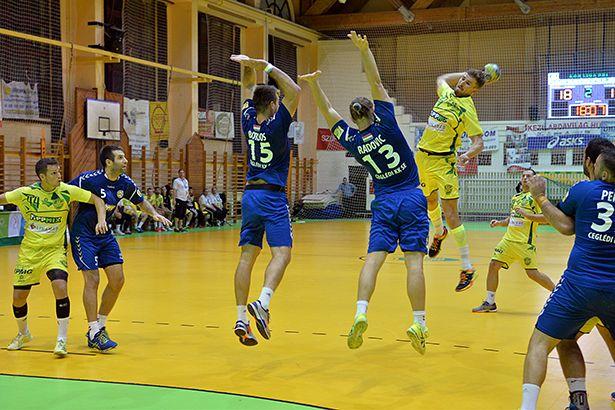 Nem bírt a szép játékot bemutató zöld-sárgákkal a kék mezes Cegléd (Fotó: Rajki Judit)