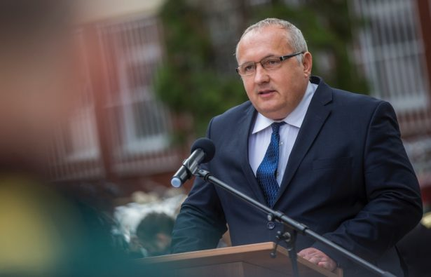 Dávid Zoltán beszédében a búzanemesítők munkáját méltatta (klikk a képre) Fotó: Rosta Tibor