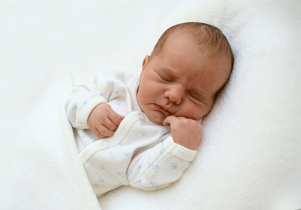 Romhányi Ferenc Károly vagyok július 26-án születtem, 3190 grammal és 52 centiméterrel. Anyukám neve: Koszta Beáta Fotó: család