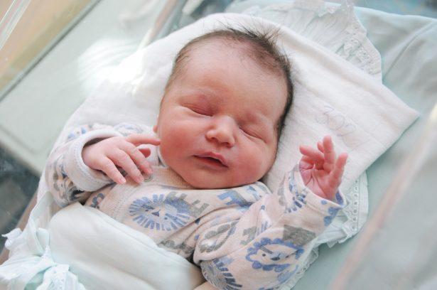 Palotás Botond Rajmund vagyok, szeptember 13-án születtem, 3460 grammal és 49 centiméterrel. Anyukám neve: Palotás-Rózsa Diána Fotó: Kecskeméti Krisztina)