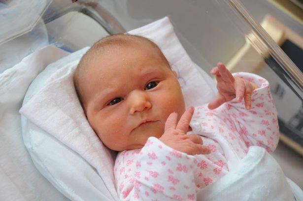 Péter Bianka vagyok, szeptember 22-én születtem 4120 grammal és 52 centiméterrel. Anyukám neve: Péterné Zacsok Bettina Fotó: Kecskeméti Krisztina