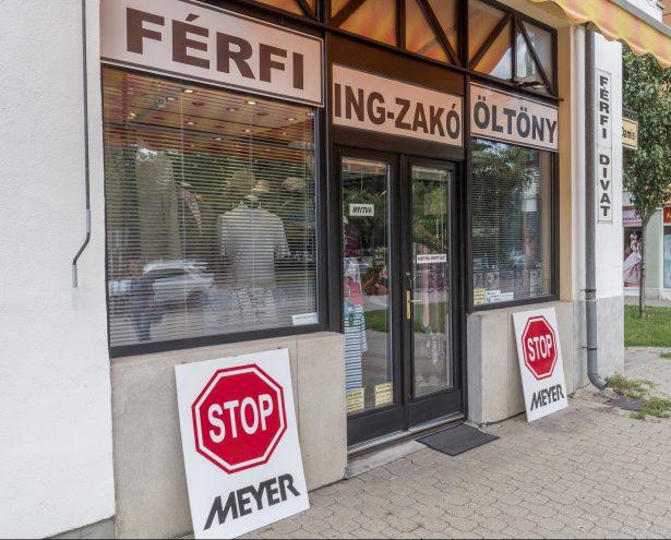 A Kossuth Lajos utca 1-3. szám alatt található üzlet könnyen megközelíthető  (Fotó  Rosta Tibor) d7049a0e5d